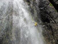 Impresionante rappel en cascada