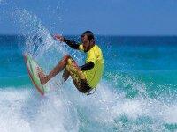 Maneja la tabla de surf