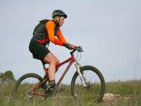 Chica pedaleando