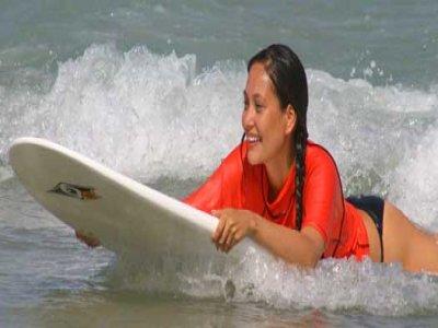 在阿利坎特的冲浪课程。 3小时,Arenales del Sol
