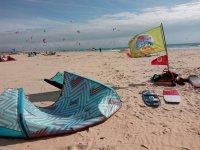 风筝洛杉矶枪的海滩上放风筝学习