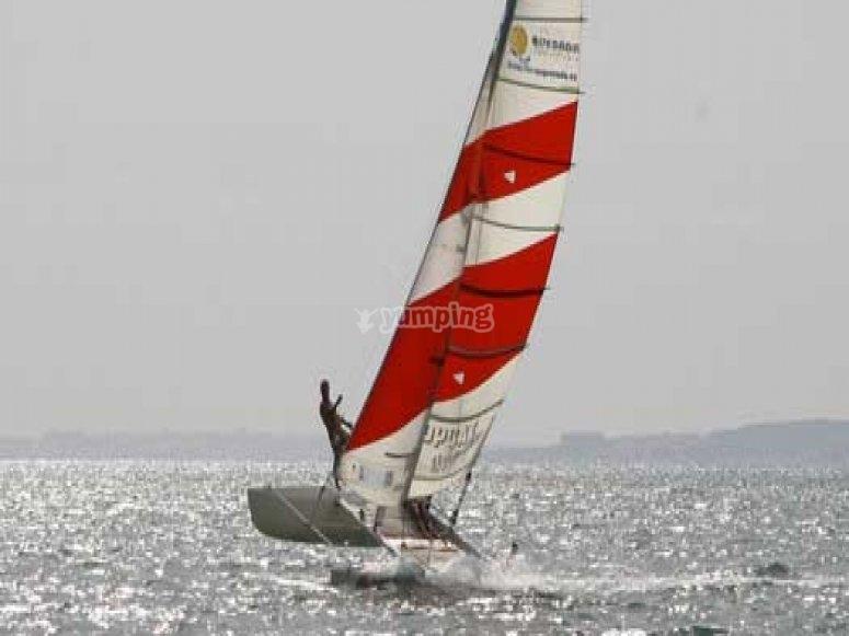 Cursillos de navegacion en catamaran