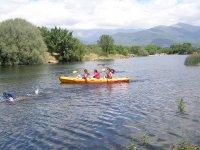 En el río con la piragua