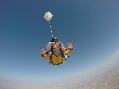 Salto en paracaídas tandem en Madrid desde 4000m