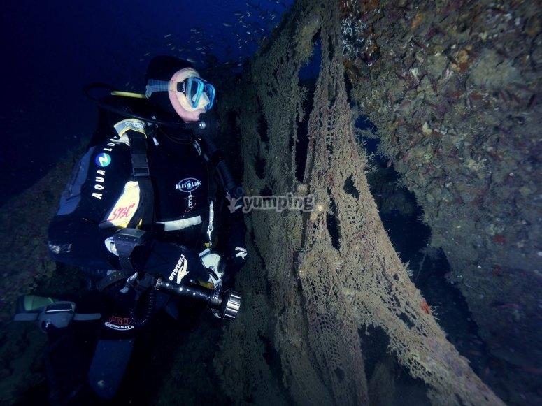 潜水员和残骸