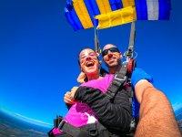 Junto al instructor en el paracaídas