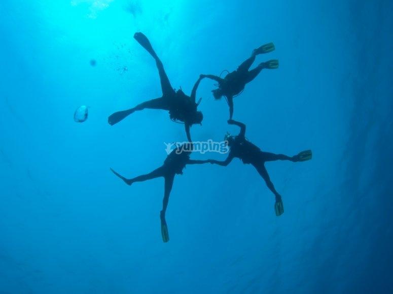 潜水员在3月的阿梅特拉