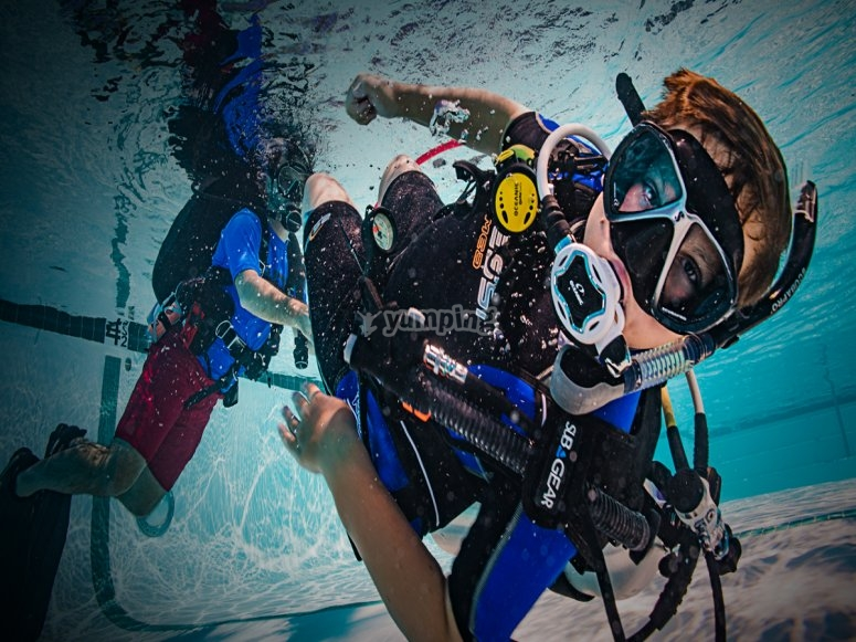 配备全套设备的潜水