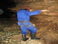 在洞穴中练习洞穴探险