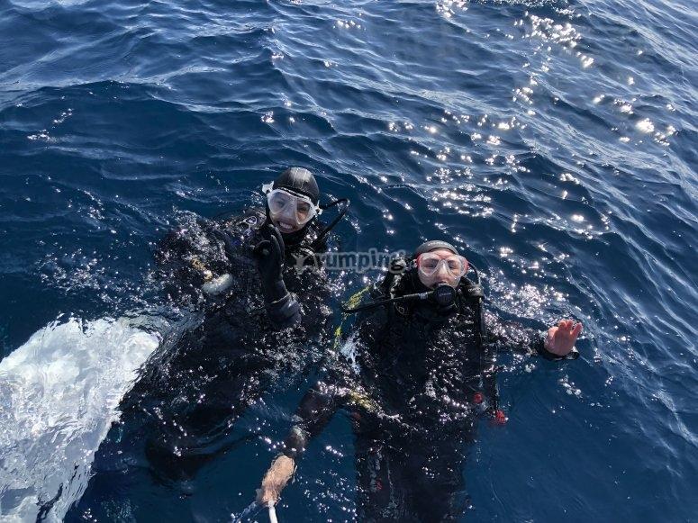 表面上的潜水员