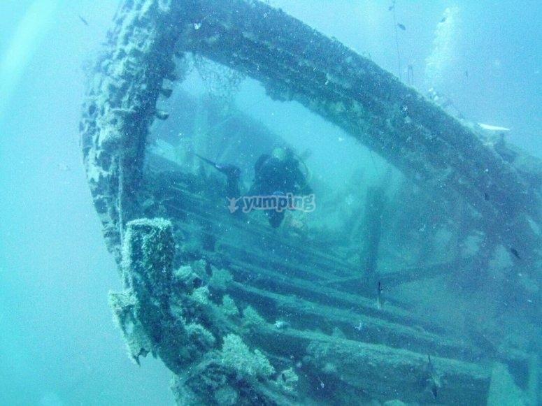 Buceando entre ruinas submarinas