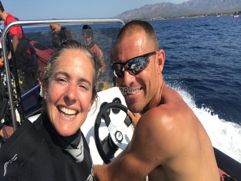 En la lancha antes de la inmersión