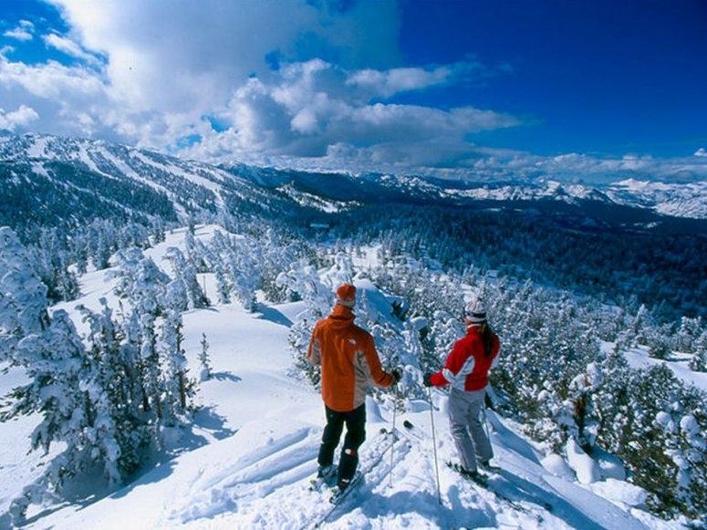 享受高山滑雪