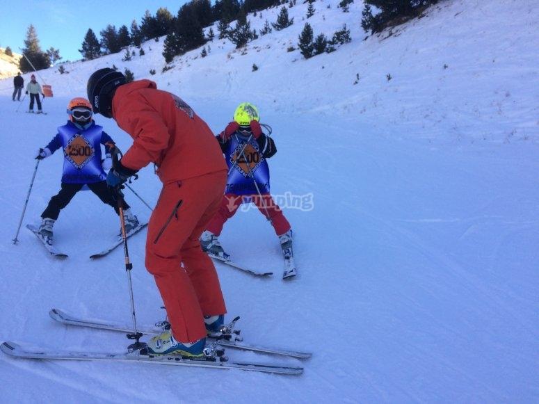 Clase de iniciación al esquí
