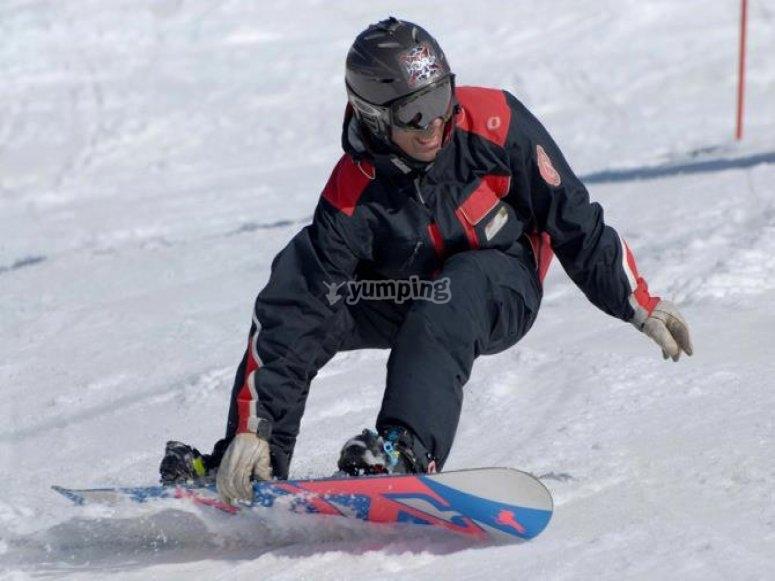 在内华达山脉的滑雪课程