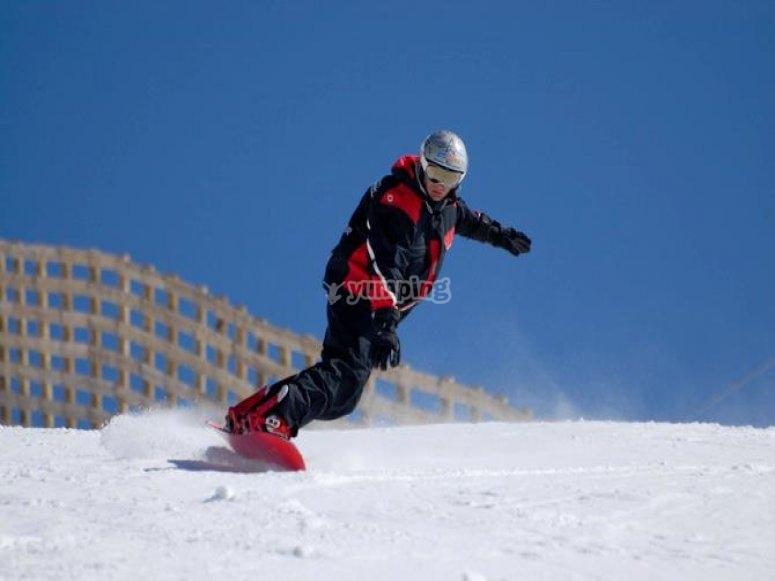 享受单板滑雪课程