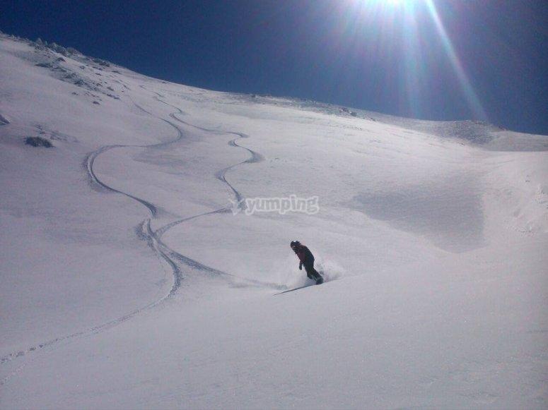 在内华达山脉处女雪
