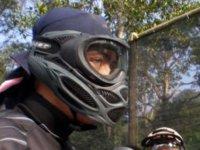 Protetto con maschera e calotte