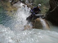 水溪降学会垂降下来沟壑峡谷