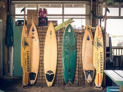 ¿Se pueden reparar los bollos de una tabla de surf?