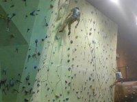 标志认识我们的攀岩墙攀爬