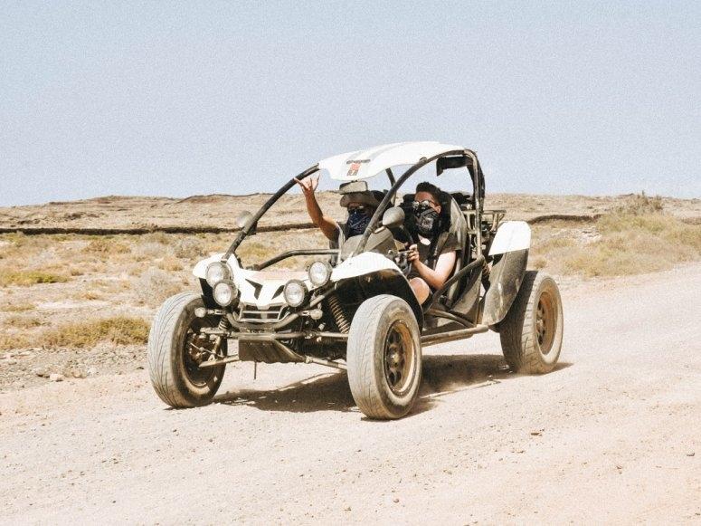 Conduciendo un buggy biplaza
