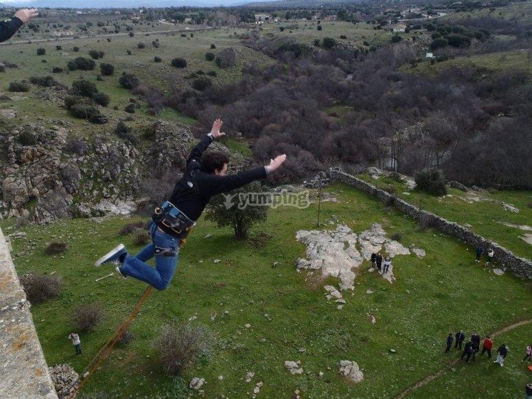 Salto de puenting en Lozoya