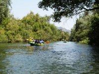 Recorre el río