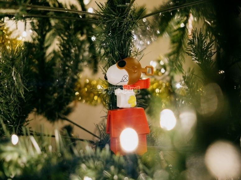 Snoopy en el árbol de Navidad