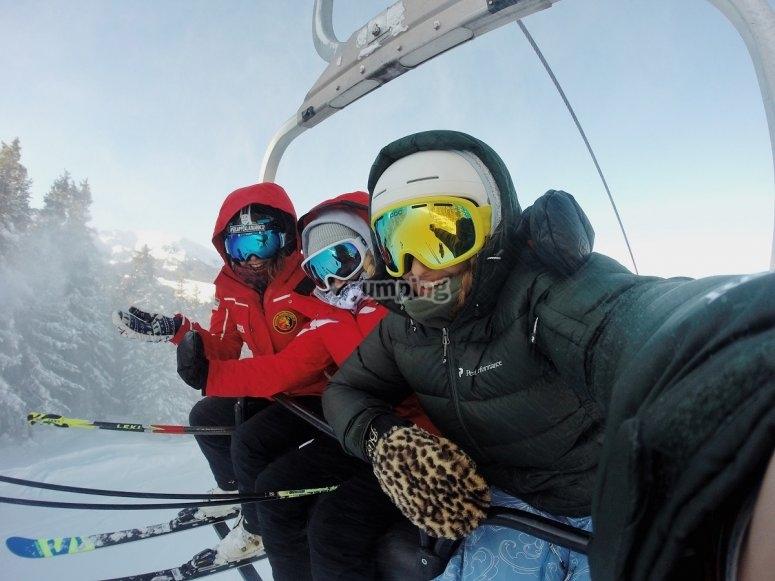 Telesilla en estacion de esquí