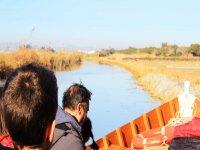 En la barca por el rio con la familia