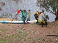 Bajando de los kayaks