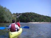 Saliendo en canoa