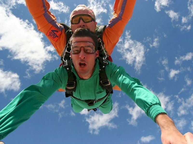 Haz un salto en paracaídas en Ontur