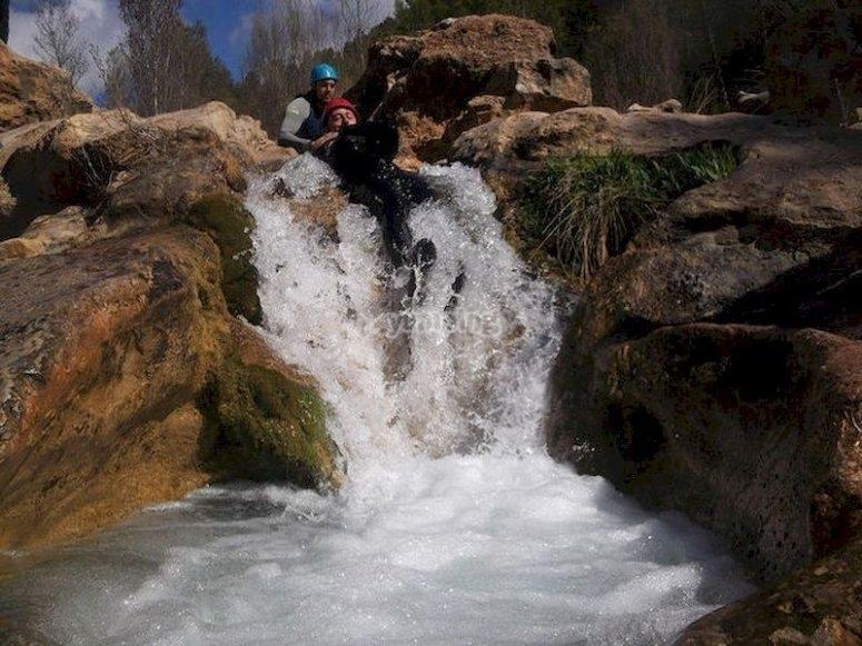 Iníciate en el barranquismo acuático en el río Cabriel