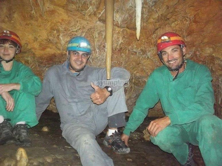 Adéntrate en el subsuelo en la Cueva del Lago