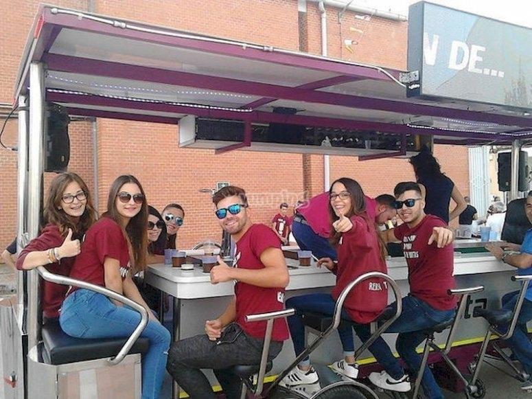 Celebra una fiesta en bicibirra en Aguas Nuevas