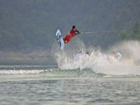 Wakeboarder saltando