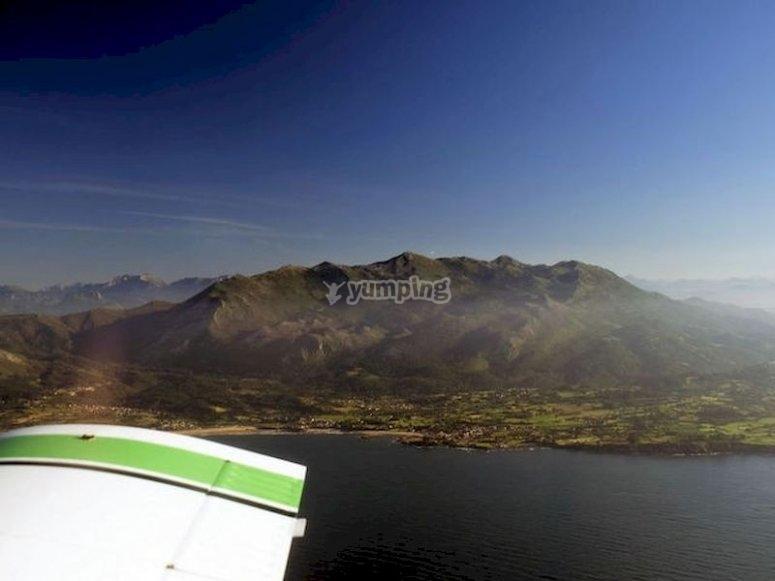 Sobrevolar la costa de Gijón en avioneta desde La Morgal
