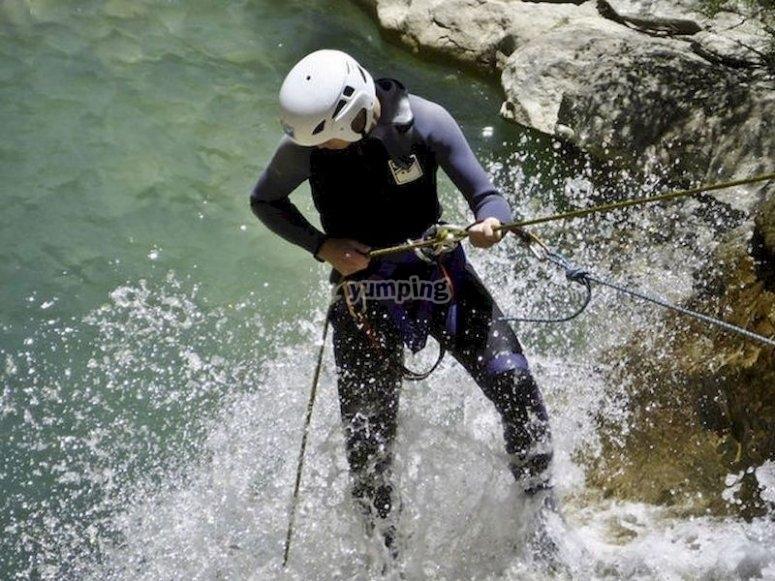 Explora la ladera sur de la Sierra de Gredos haciendo barranquismo
