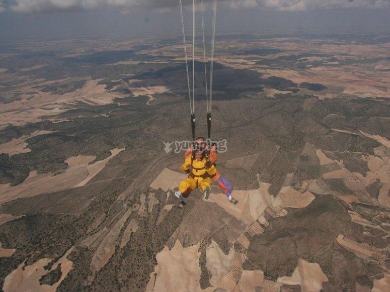 Abriendo el paracaidas en Ontur