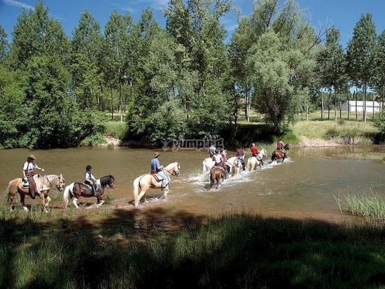 Conoce Covarrubias montando a caballo