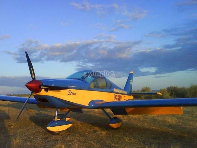 Volar en avioneta en el Pantano de Orellana