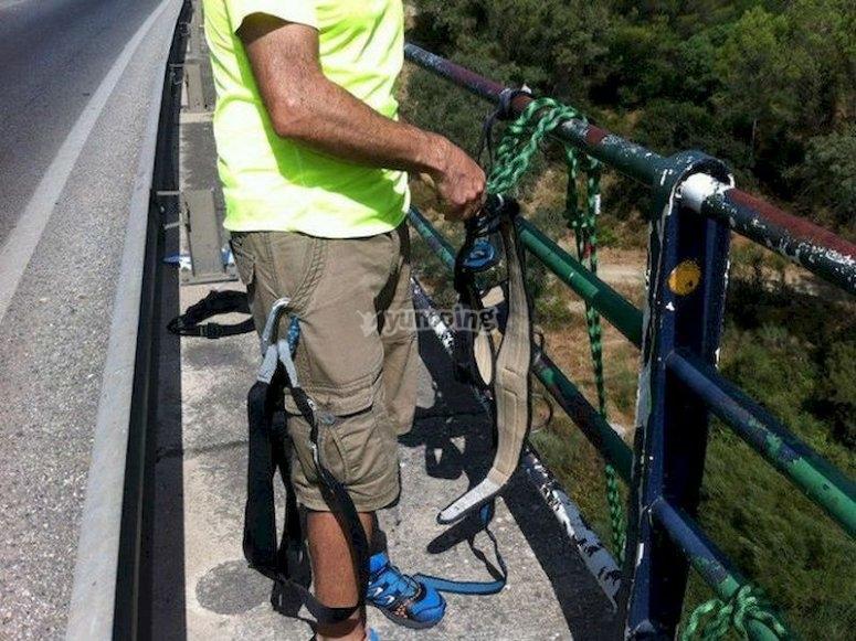 Lánzate desde un puente a 35 metros en La Nava