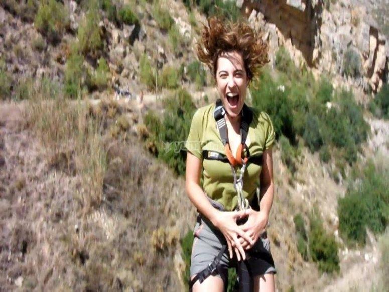 Adrenalina maxima al saltar en puenting en Teruel