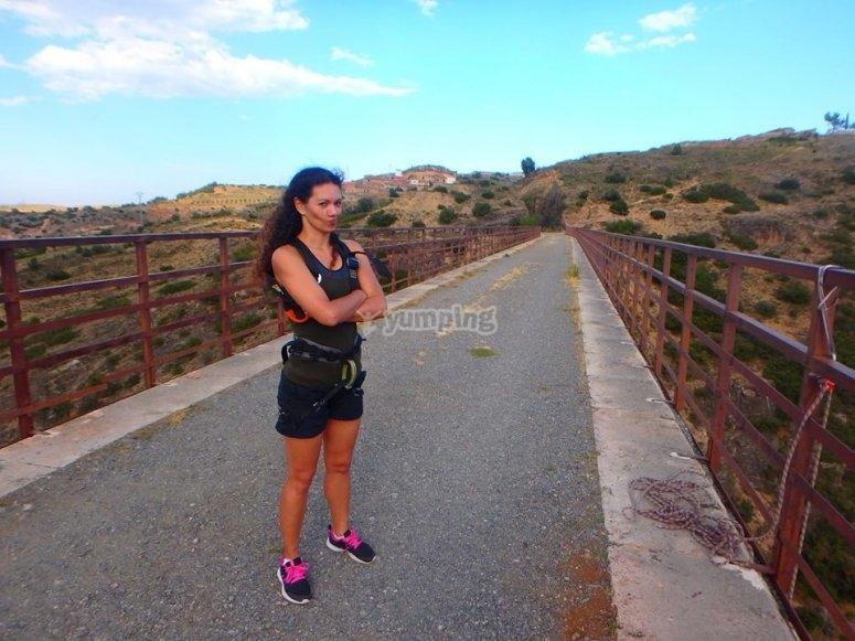 Dudando antes de saltar en Puenting en Teruel