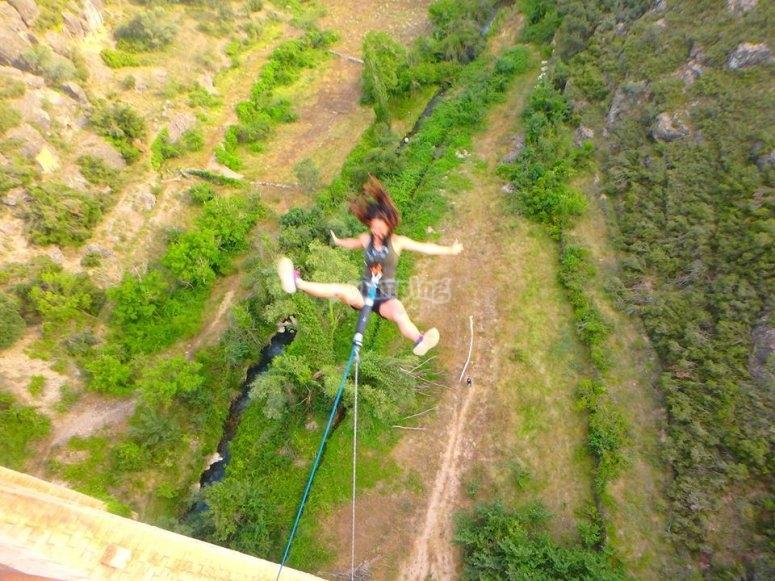 En pleno salto de Puenting en Teruel