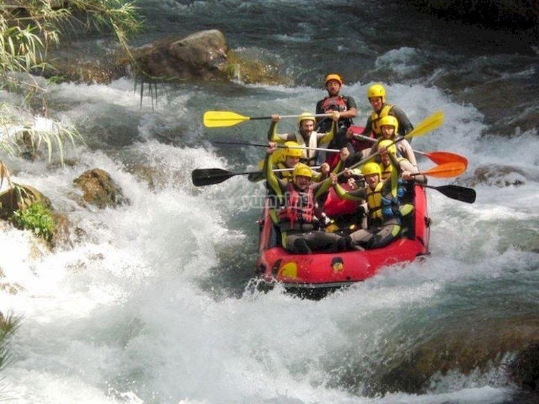 Rafting en las aguas bravas de Montanejos