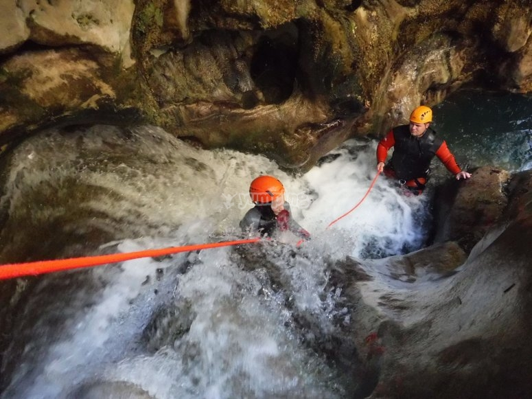 Passing the Rio Verde with ropes