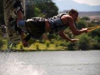 Saltando en paralelo al agua